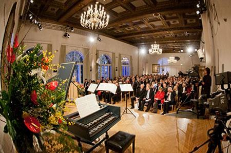 Festsaal mit Publikum im Schloss Tutzing von der Bühne aus . Foto: EAT Archiv